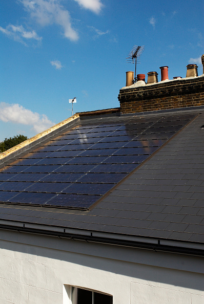 Sunny「Photovoltaic roof panels on roof of Victorian house, Camden Town, London, UK」:写真・画像(15)[壁紙.com]