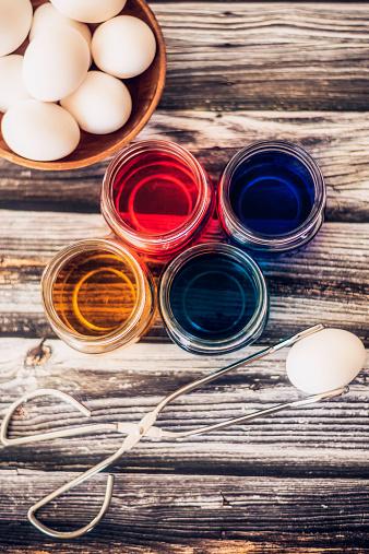 イースター「絞り染めの準備をいたします。イースター卵にします。自分の卵の染色ます。」:スマホ壁紙(15)