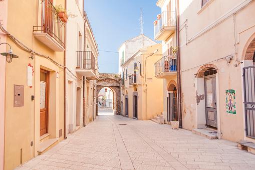 Alley「Italy, Molise, Termoli, Old town, empty alley」:スマホ壁紙(1)