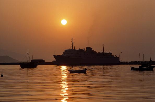 Anchored「Ferry at harbour of Samos at sunset - island of Samos - Eastern Sporades islands - Greece」:写真・画像(13)[壁紙.com]