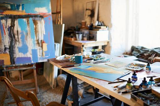 Hobbies「Painting artist studio work space.」:スマホ壁紙(9)
