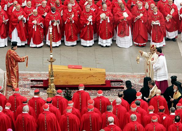 Peter Macdiarmid「Funeral Held For Pope John Paul II」:写真・画像(4)[壁紙.com]