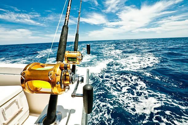 Ocean Fishing Reels on a Boat in the Ocean:スマホ壁紙(壁紙.com)