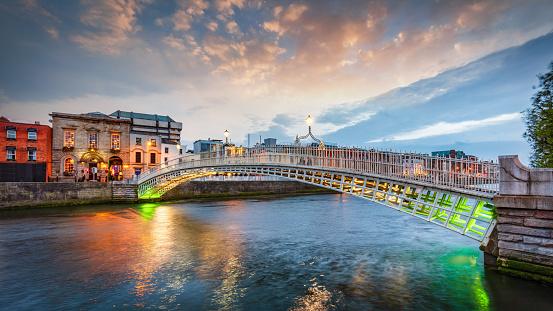 Footbridge「Dublin Ha'penny Bridge Summer Twilight Panorama Ireland」:スマホ壁紙(9)