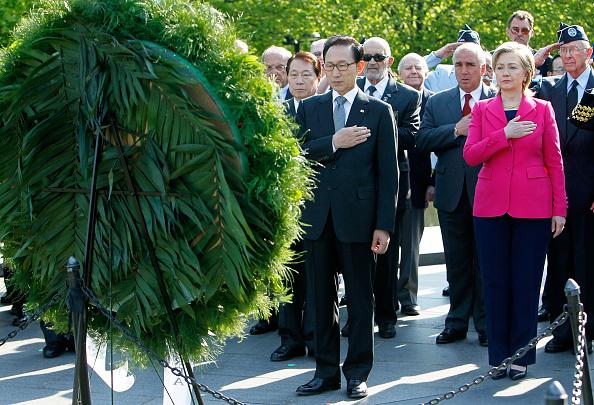 Carefree「Clinton Joins South Korean Pres. For Wreath-Laying At Korean War Memorial」:写真・画像(19)[壁紙.com]
