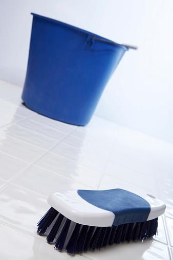 Bucket「Cleaning House - Scrubbing the Floor」:スマホ壁紙(17)