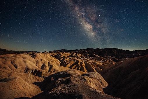 月「死の谷で放心状態」:スマホ壁紙(11)