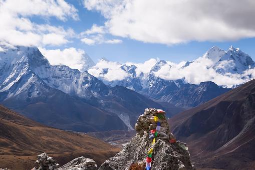 Khumbu「Memorial Chorten and Himalaya view, Nepal」:スマホ壁紙(17)