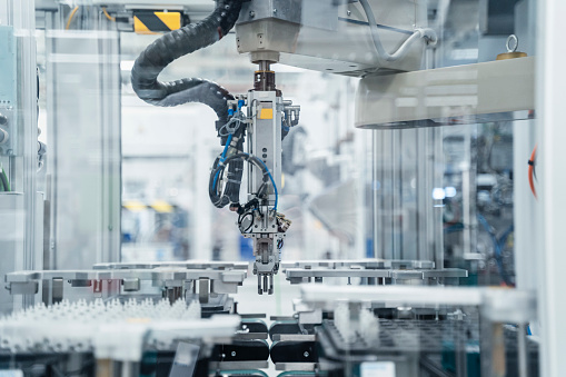 Baden-Württemberg「Arm of assembly robot functioning inside modern factory, Stuttgart, Germany」:スマホ壁紙(0)