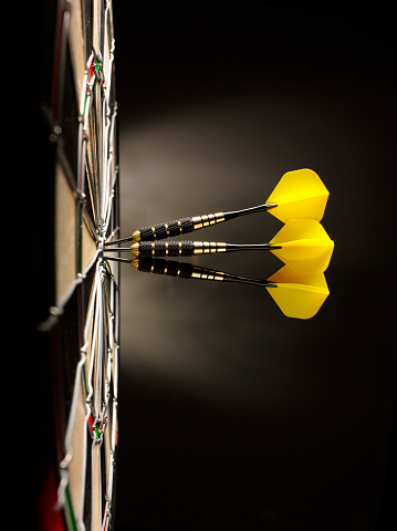 Sports Target「Three Yellow Darts in a Dartboard」:スマホ壁紙(10)