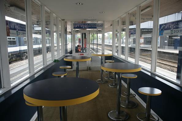 Finance and Economy「Waiting room at St Albans City station」:写真・画像(10)[壁紙.com]