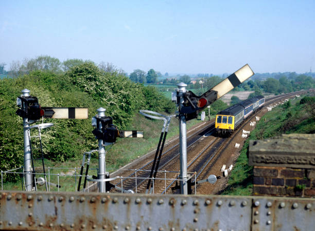 Aynho Junction. The 10:20 ex Banbury is cleared for the Bicester - Marylebon Line. 04.05.1990.:ニュース(壁紙.com)