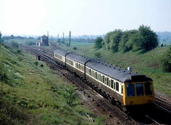 Sweet Food「Aynho Junction.A special GWR - liveried D.M.U. heads south for Oxford and Didcot. 04.05.1990.」:写真・画像(14)[壁紙.com]