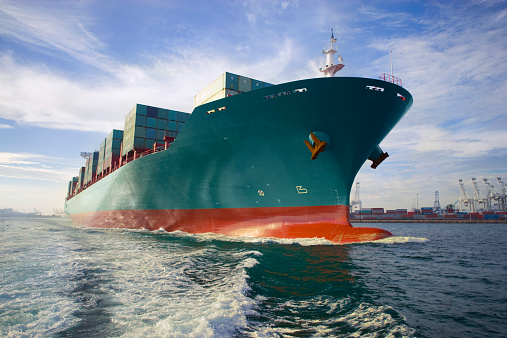 Export「Bow view of loaded cargo ship sailing out of port.」:スマホ壁紙(18)