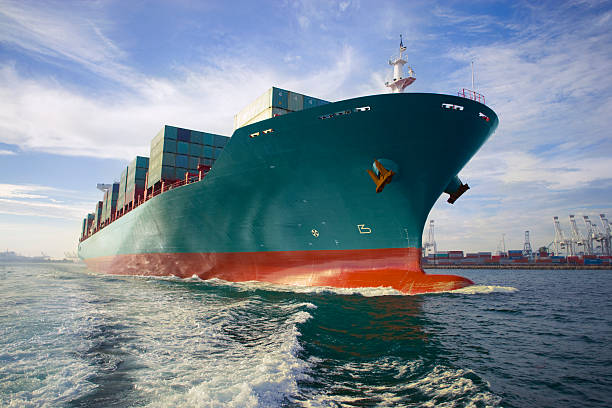 Bow view of loaded cargo ship sailing out of port.:スマホ壁紙(壁紙.com)