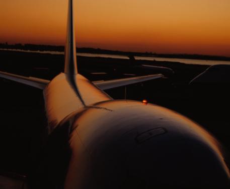Kennedy Airport「Airplane on Runway」:スマホ壁紙(11)