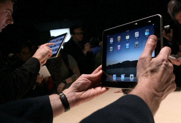 iPad「Apple Announces Launch Of New Tablet Computer」:写真・画像(9)[壁紙.com]