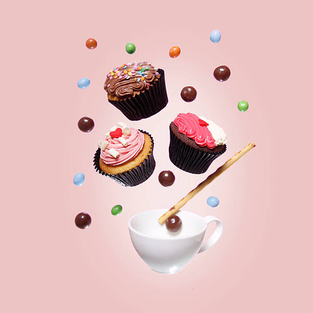 Cupcakes and candy mid air:スマホ壁紙(壁紙.com)