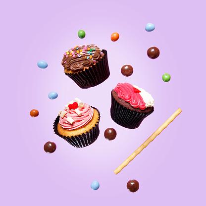 カップケーキ「Cupcakes and chocolate balls」:スマホ壁紙(9)