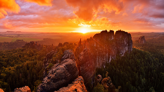 Rock Face「Rocks and rock needles of the Schrammsteine and Falkenstein, at a dramatic sunset.」:スマホ壁紙(12)