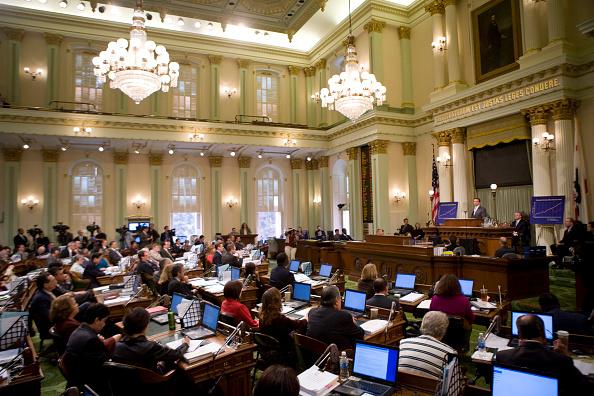 State Capitol Building「Gov. Schwarzenegger Addresses Joint Session On The State's Budget」:写真・画像(17)[壁紙.com]