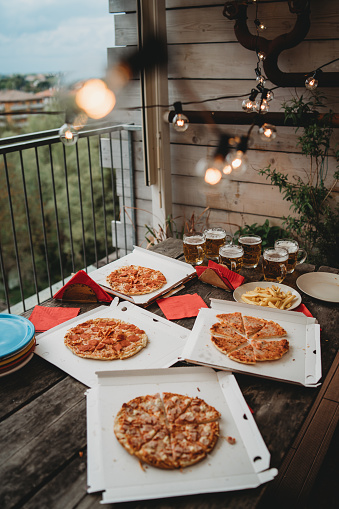 Street Food「Pizza night with friends on the rooftop」:スマホ壁紙(14)