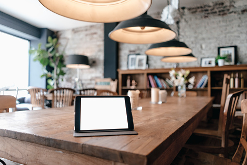 Focus On Foreground「Digital tablet on a table in a cafe」:スマホ壁紙(13)