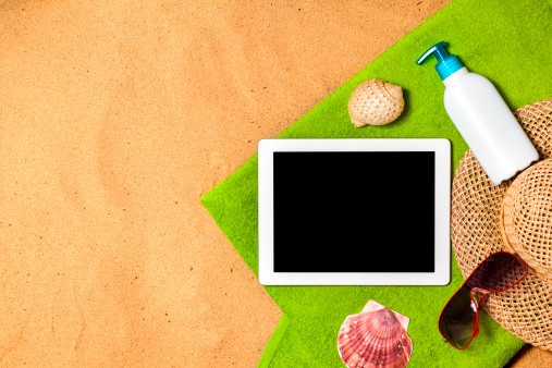 Tourist「Digital Tablet on beach」:スマホ壁紙(8)