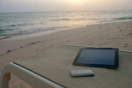 Deck Chair「Digital tablet and smartphone on a beach」:スマホ壁紙(17)
