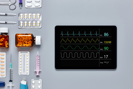 Graphical User Interface「Digital tablet displaying pulse trace by various medical equipment」:スマホ壁紙(10)