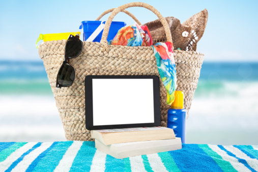 Sun Hat「A digital tablet and books on a beach towel at the ocean」:スマホ壁紙(5)