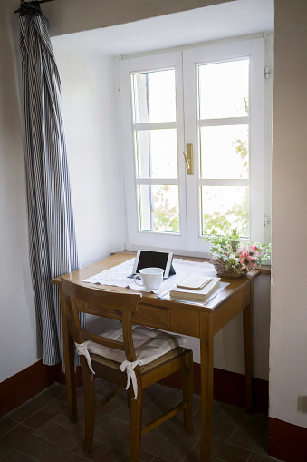 Niche「Digital tablet, books and coffee cup on desk in a country house」:スマホ壁紙(7)
