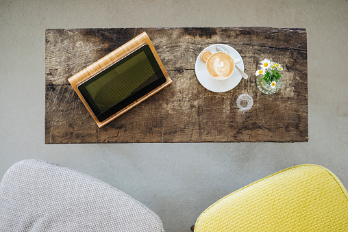 Coffee Break「Digital tablet and cup of coffee on table in a cafe」:スマホ壁紙(0)