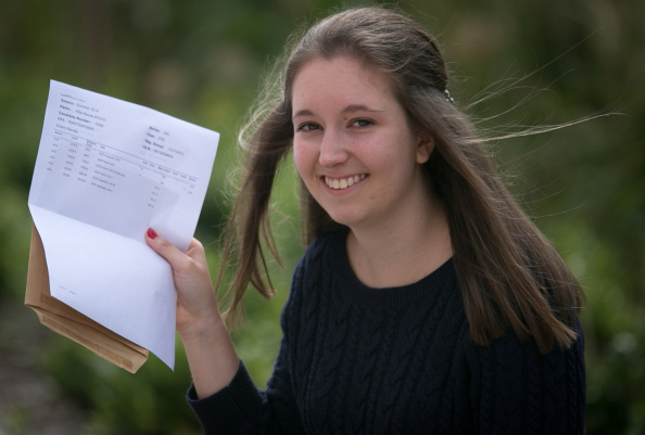 A-Levels「Students Throughout The UK Receive Their A Level Results」:写真・画像(17)[壁紙.com]
