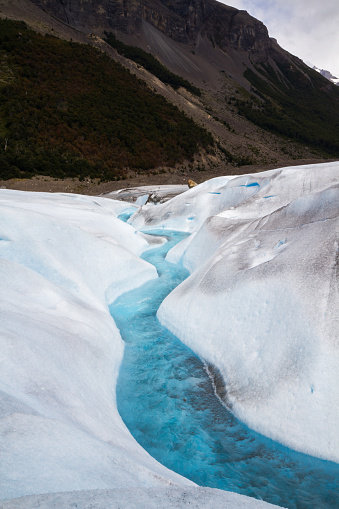 Argentina「The top surface of Perito Moreno Glacier showing a river running through the ice, erosion, crevasses and turquoise hues.」:スマホ壁紙(11)