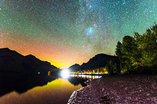 天の川「夜の湖のマクドナルド氷河国立公園西モンタナ米国」:スマホ壁紙(11)