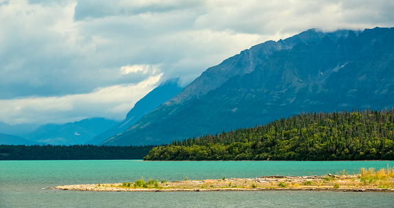 Katmai National Park「The glacial blue waters of Naknek Lake」:スマホ壁紙(8)