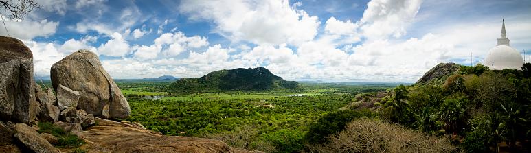 Sri Lanka「Sri Lanka, view from Mihintale monastery with Dagoba in foreground」:スマホ壁紙(15)