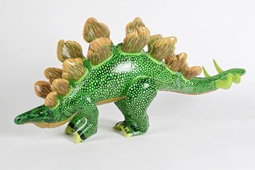 恐竜「Green dinosaur blow up inflatable toy, close up.」:スマホ壁紙(7)