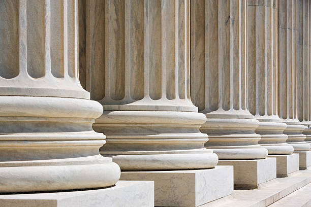 Row of stone columns:スマホ壁紙(壁紙.com)