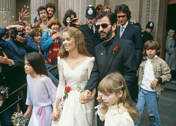 Holding Hands「Ringo Starr Marries Barbara Bach」:写真・画像(5)[壁紙.com]