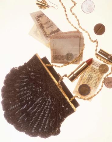 Evening Bag「Beaded handbag with contents spilling」:スマホ壁紙(2)