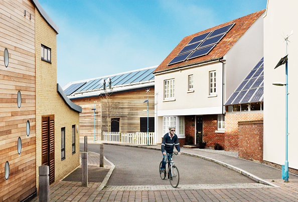 Environmental Issues「Man cycling Sustainable eco-friendly houses Eco Town, England, UK」:写真・画像(16)[壁紙.com]