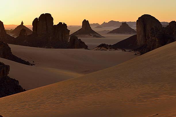 Africa, Algeria, Sahara, Tassili N'Ajjer National Park, Sunset over Timghas:スマホ壁紙(壁紙.com)