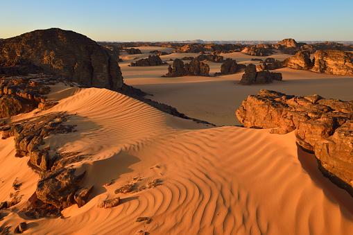 岩「Africa, Algeria, Sahara, Tassili NAjjer National Park, view over Timghas area」:スマホ壁紙(19)