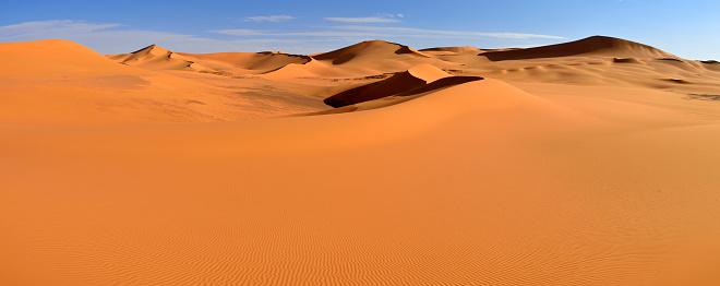 Panoramic「Africa, Algeria, Sahara, Tassili N'Ajjer National Park, Tadrart region, View of sand dunes of Tehak」:スマホ壁紙(18)