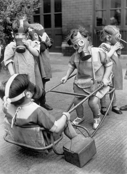 Gas Mask「Gas Mask Play」:写真・画像(13)[壁紙.com]