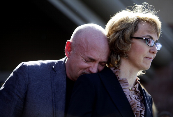 Leaning「Gabby Giffords And Survivors Of The Tucson Shooting Call For Stricter Gun Control」:写真・画像(1)[壁紙.com]