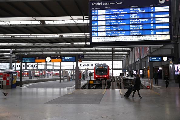 Magnet「Bavaria Starts Dawn-To-Dusk Curfew As Measure To Slow Coronavirus Spread」:写真・画像(11)[壁紙.com]