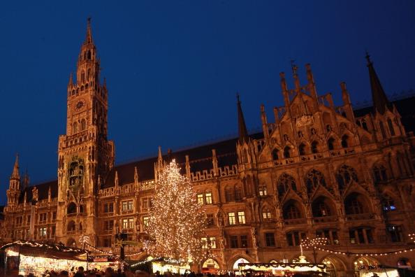 Christmas Decoration「Munich Christmas Market Is Bavaria's Oldest」:写真・画像(3)[壁紙.com]